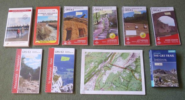 photo of guidebooks2